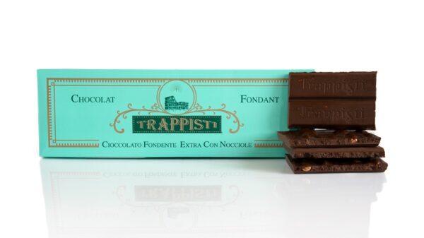 Tavoletta di Cioccolato Fondente Extra con Nocciole da 250g, dall'antica ricetta Trappista